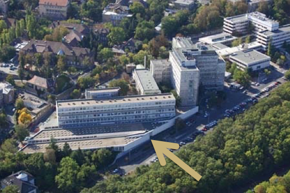 Bejárat a Kútvölgyi Kórház Rendelőintézetébe - Kútvölgyi PREMIUM DENTAL fogászatunkat az I. emeleten találja